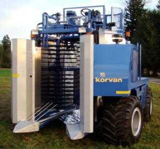 Комбайн для уборки черники OXBO 8000