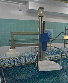 Подъемник для бассейнов из нержавеющей стали с вертикальным перемещением