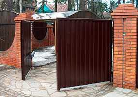 Металлические распашные въездные ворота (5,0х2,0 м) - ПУХОВИЧИМЕТАЛЛСТРОЙ (Беларусь)