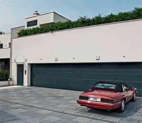 Ворота гаражные секционные стальные двустенные LPU 42 L-гофр Woodgrain - Hörmann