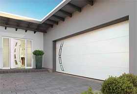 Ворота гаражные секционные стальные двустенные LPU 42 с калиткой L-гофр Sandgrain - Hörmann