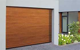 Ворота гаражные рулонные RollMatic, поверхность Decopaint Rosewood - Hörmann