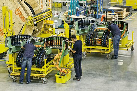 Компания «ХЕННЛИХ» представляет обновленный ассортимент систем подвижного энергоснабжения