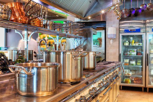 Приглашаем купить оборудование для кафе, баров, ресторанов и торговли!