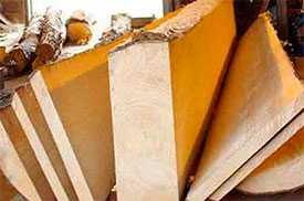 Распиловка древесины, дров