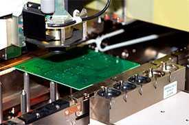 Услуги поверхностного монтажа SMD и DIP компонентов на печатные платы.