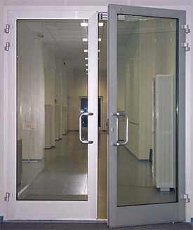 Изготовление и монтаж ПВХ дверей для лестничных клеток под заказ