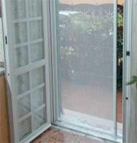 Монтаж москитных сеток на двери