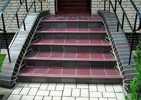 Облицовка плиткой лестничных маршей
