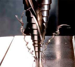Нарезание внутренней резьбы в изделиях из металла
