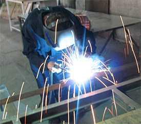 Электродуговая сварка металлических изделий