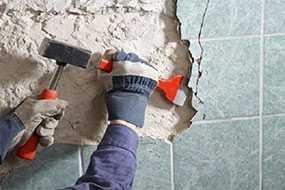 Демонтаж облицовки стен (плитка, штукатурка)