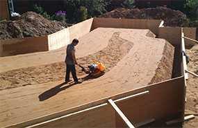 Устройство песчаных подушек и оснований вручную