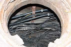 Прокладка кабелей электросвязи в кабельной канализации
