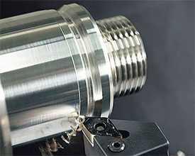 Токарная обработка цилиндрических поверхностей изделий из металла