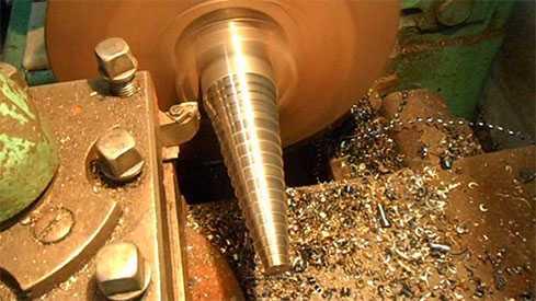 Токарная обработка конических поверхностей изделий из металла
