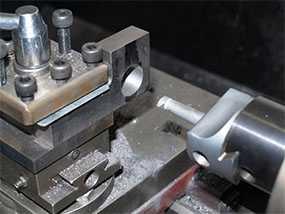 Токарная обработка уступов изделий из металла