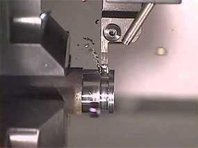 Вытачивание канавок на изделиях из металла