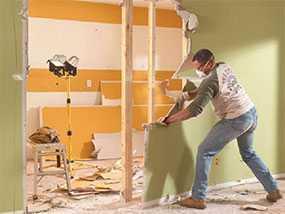 Демонтаж обшивки стен (доска, ГКЛ)