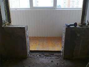Демонтаж оконных, дверных блоков