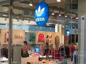 Оптовая торговля стоковой одеждой торговой марки ADIDAS