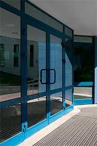 Изготовление и монтаж дверей без термоизоляции ALUTECH (ALT C48)