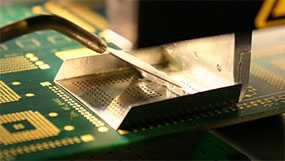 Нанесение на радиоэлектронные изделия паяльной пасты с использованием специальных трафаретных установок