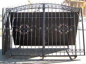 Изготовление сварных распашных металлических ворот с элементами ковки