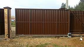 Изготовление откатных металлических ворот из металлопрофиля
