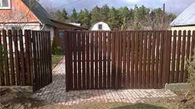 Изготовление въездных ворот из металлического штакетника для частного дома