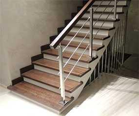 Изготовление маршевых лестниц на косоурах из нержавеющей стали
