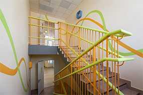 Изготовление металлических лестничных ограждений (перил) для школ и детских садов