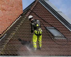 Мойка и чистка крыш (с применением аппаратов высокого давления)