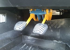 Установка дублирующих педалей на автомобиль